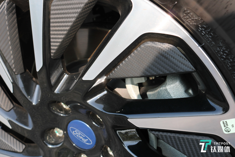 轮毂加装导风翼片