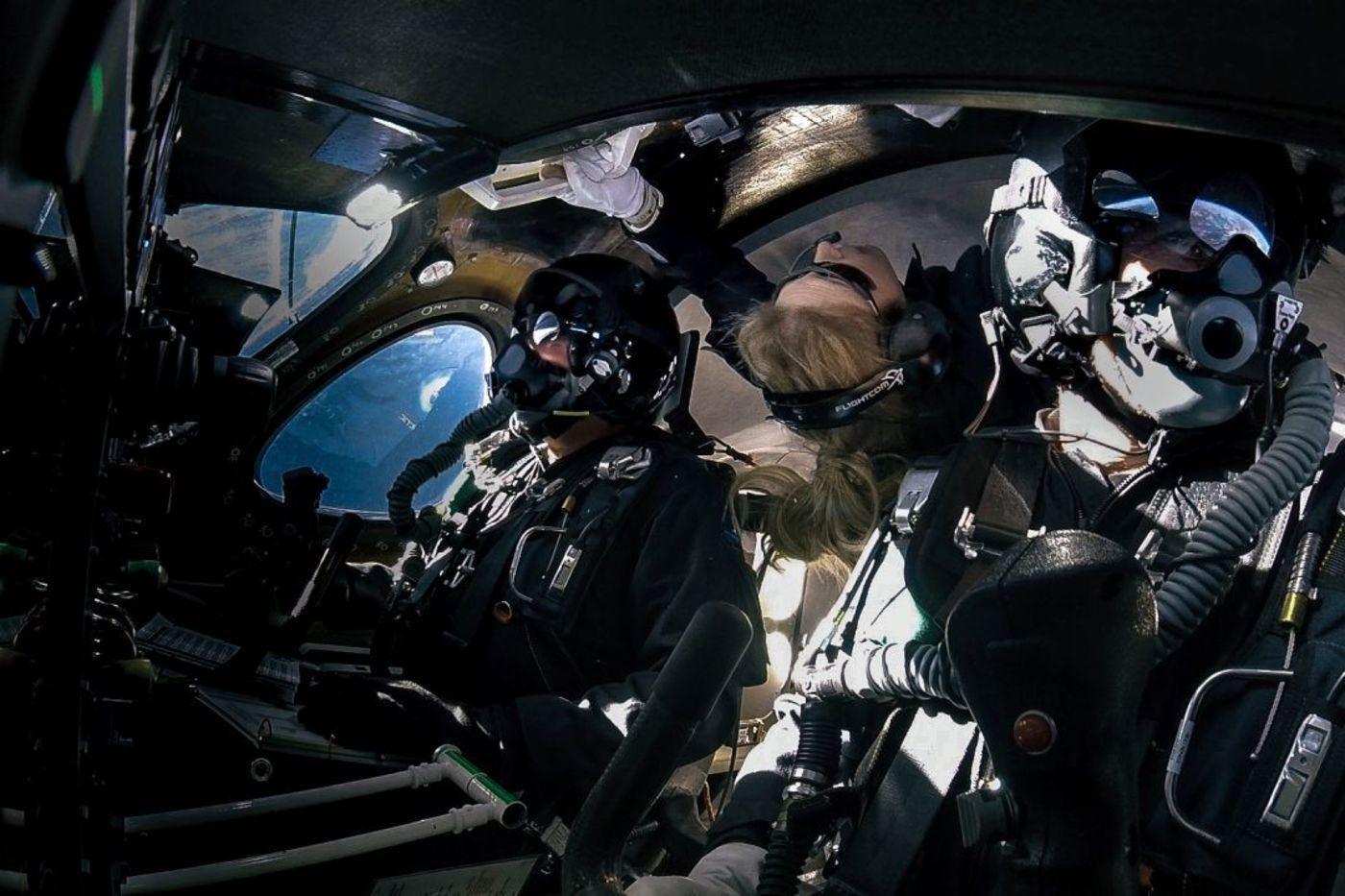 飞行员:Dave Mackay & Michael Masucci 乘客(中间):Beth Moses