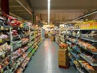 在零售科技上,沃尔玛与亚马逊拿出了两种解法