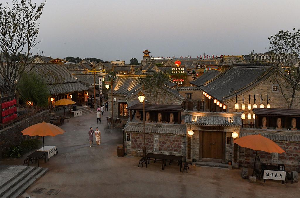 2019年9月21日,郑州,建业华谊兄弟电影小镇开门迎客。