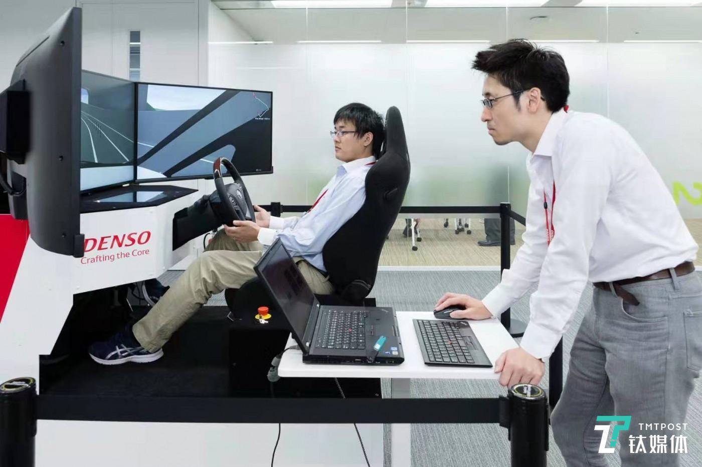 Autonomous driving simulation