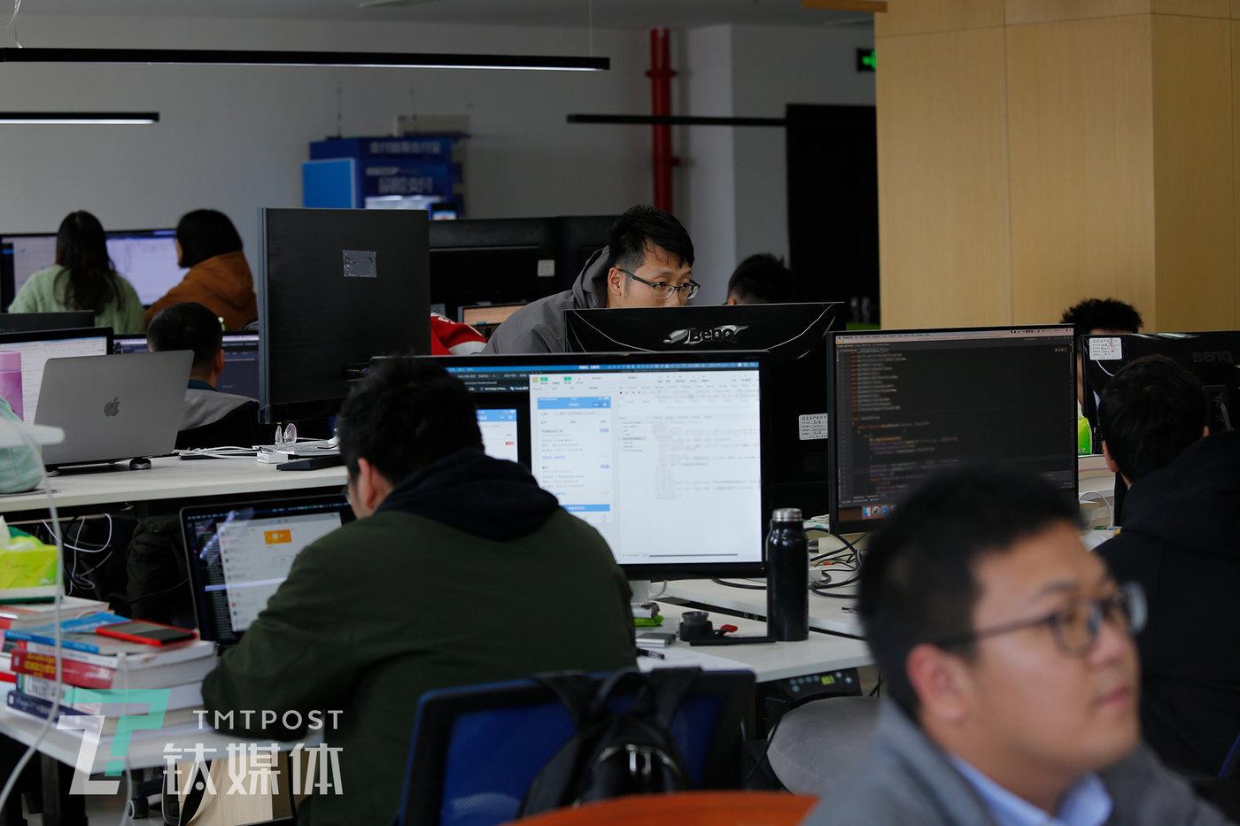 11月21日,南京,机械指挥官总部,算法工程师团队。