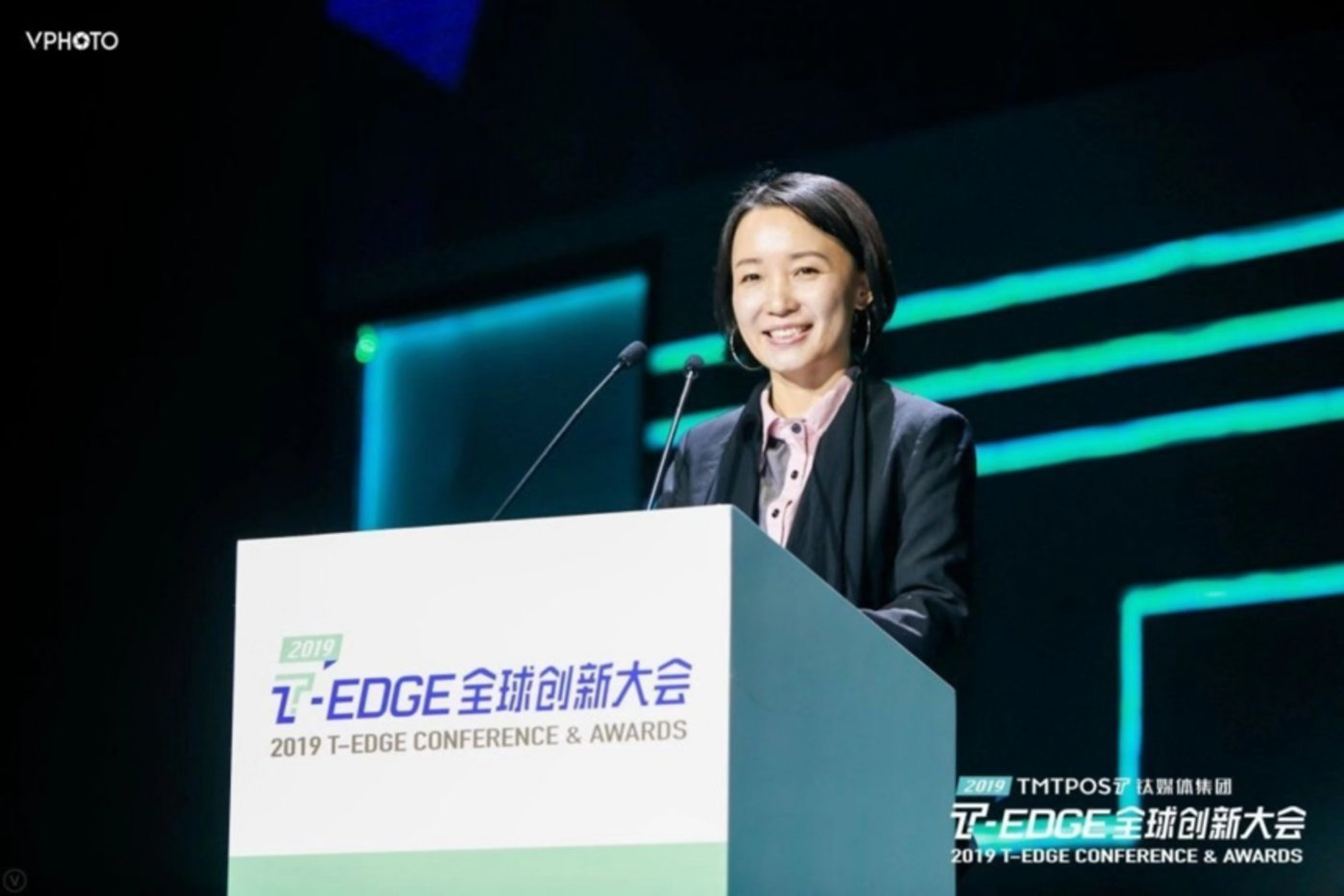 TMTPOST Group founder and CEO Zhao Hejuan makes welcoming remarks at T-EDGE 2019