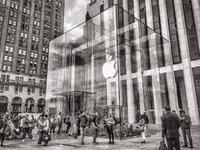 """股价突破 300 美元大关,苹果""""感冒""""这一年到底做对了什么?丨2019·大复盘"""