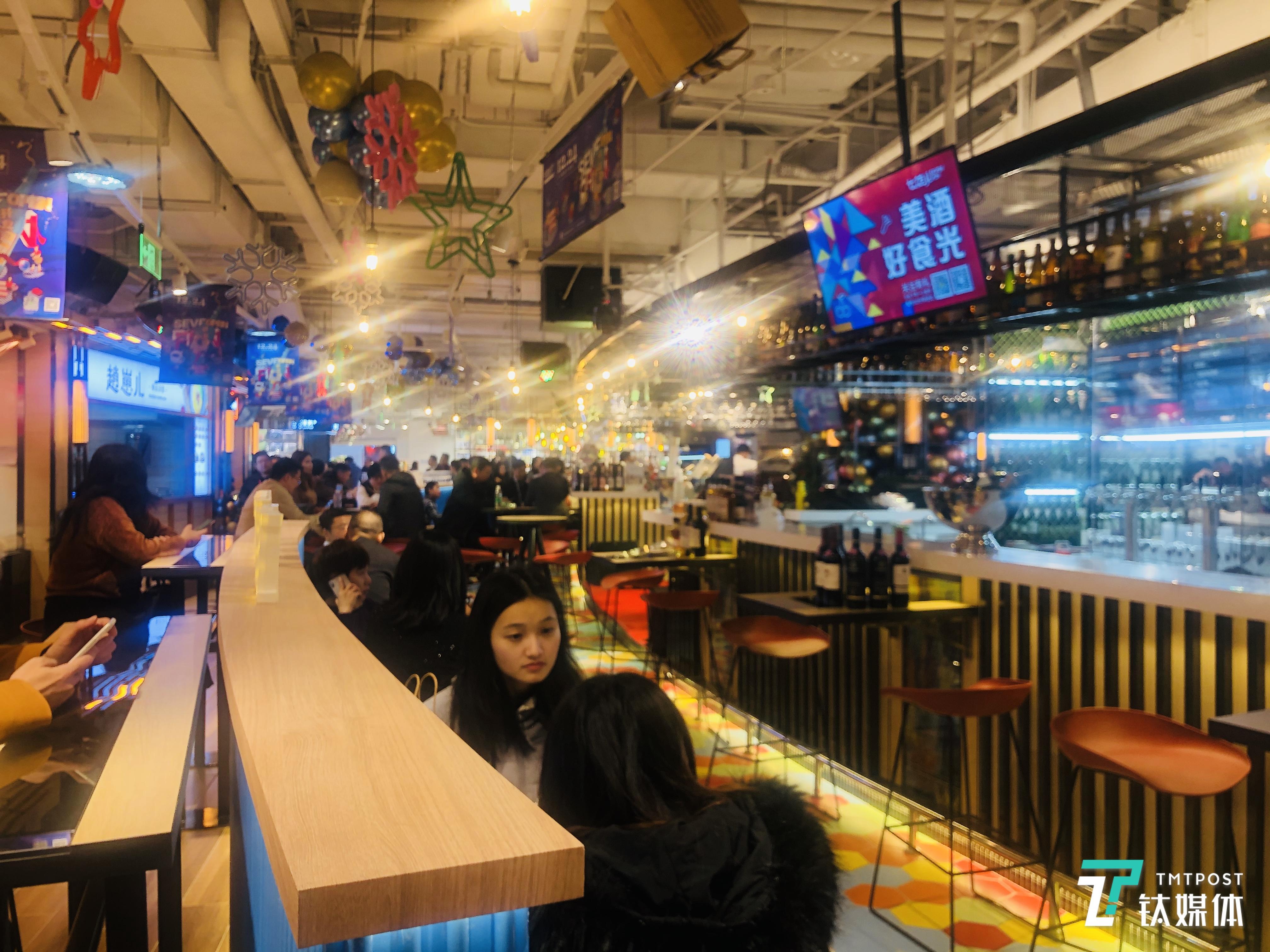 餐饮档口和就餐区