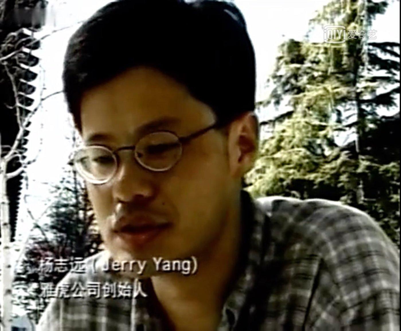 《走进硅谷》纪录片结尾杨致远采访画面,当时坐在他对面提问的正是李彦宏。