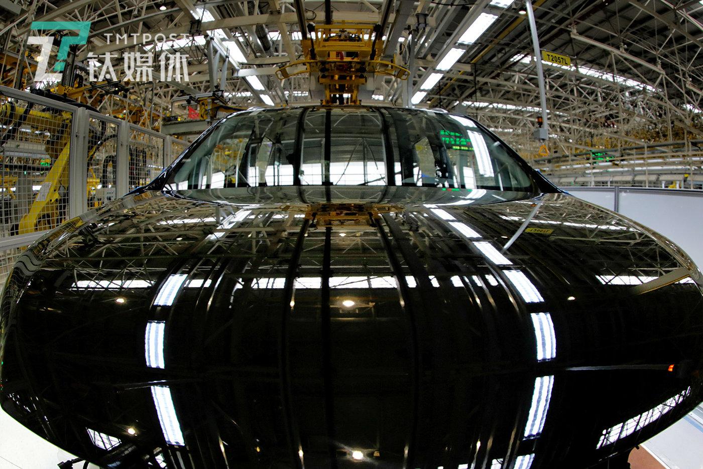 1月3日,南京,某智能化汽车工厂,一辆待组装的汽车。