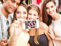 国产手机的样张里为什么很少黄皮肤、黑眼睛?