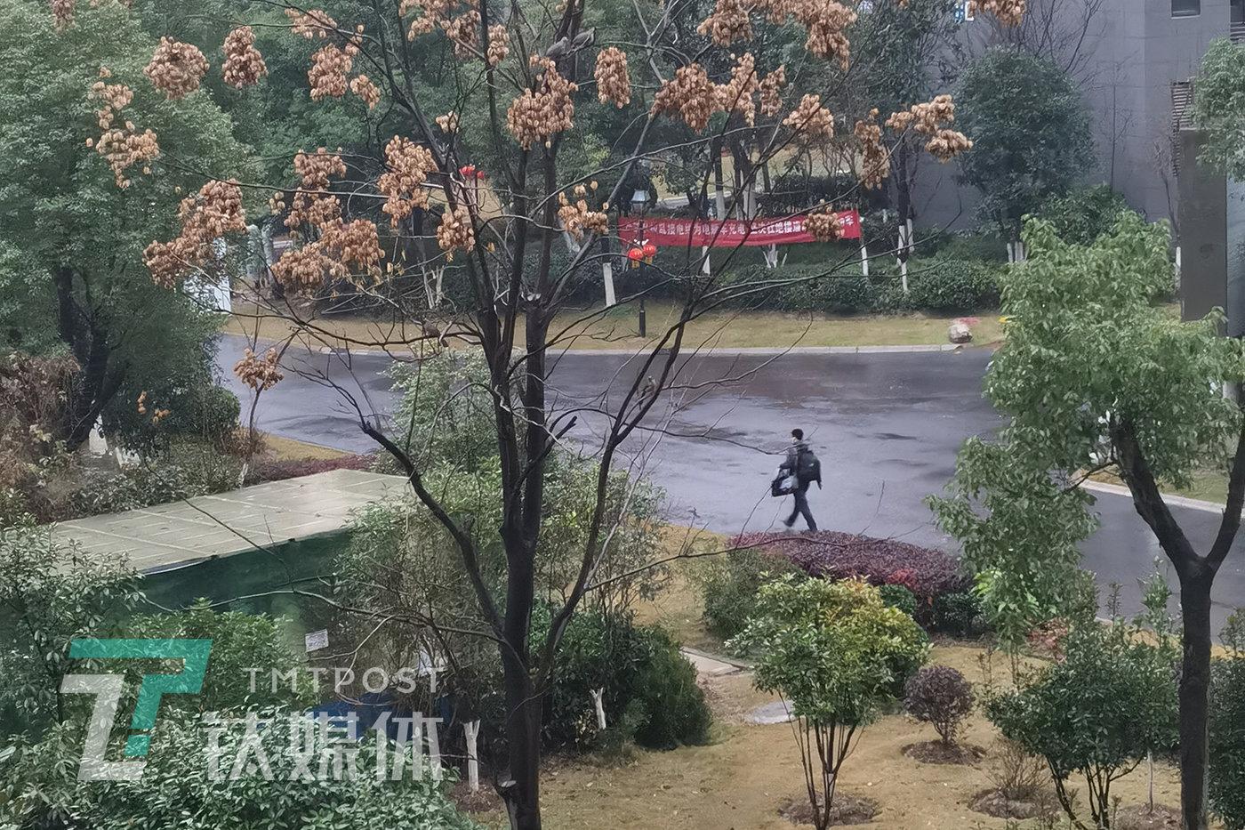 1月26日早上,他从家出发,参与建设武汉雷神山医院。