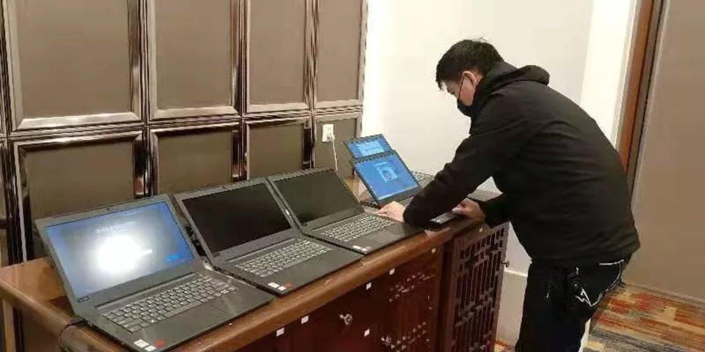 联想集团PC工程师在武汉测试机器,图片来源@全球云观察