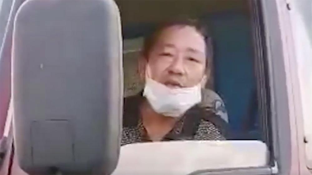 【视频】哪都不让下!湖北货车司机被困高速20天终获交警救助