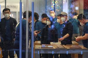【钛媒体图集】因疫情闭门13天,北京Apple Store零售店恢复营业