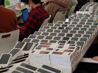 【图集】软银联合Line向被隔离邮轮送出2000台苹果手机