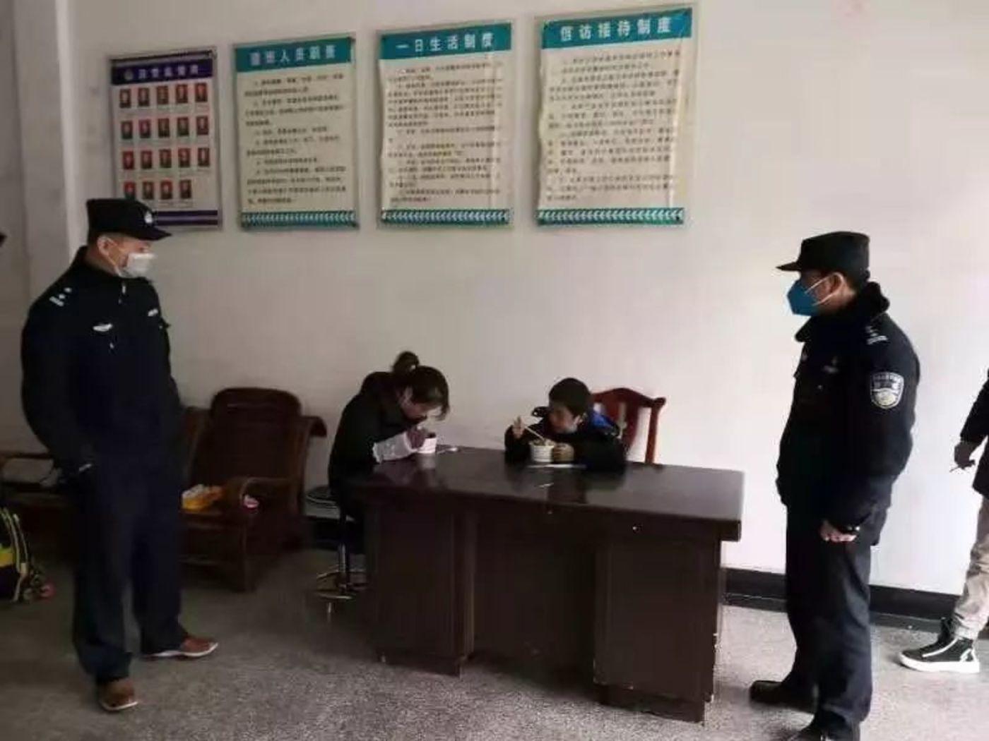 黄冈基层民警的抗疫日记:春节六天回家一次,饿了老乡家吃碗面