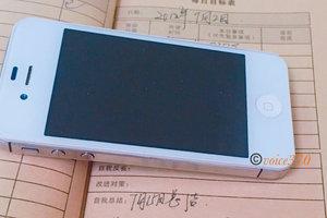 【图集】丈夫随马航MH370失联6年,她还在用旧手机听着他录的歌