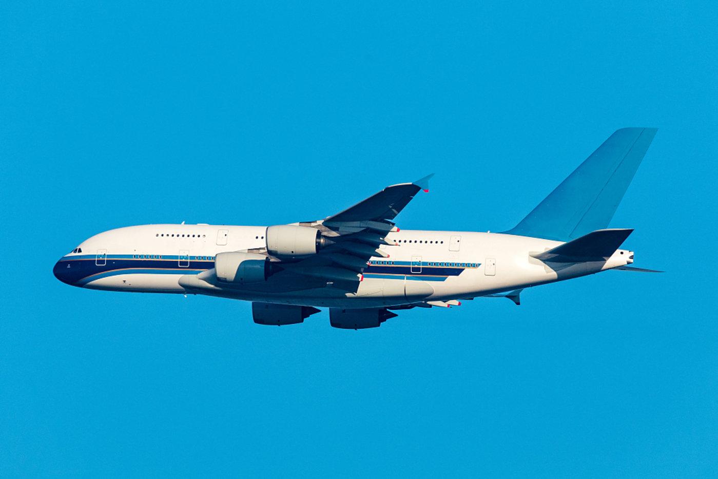 图片来源@视觉中国旅游飞机
