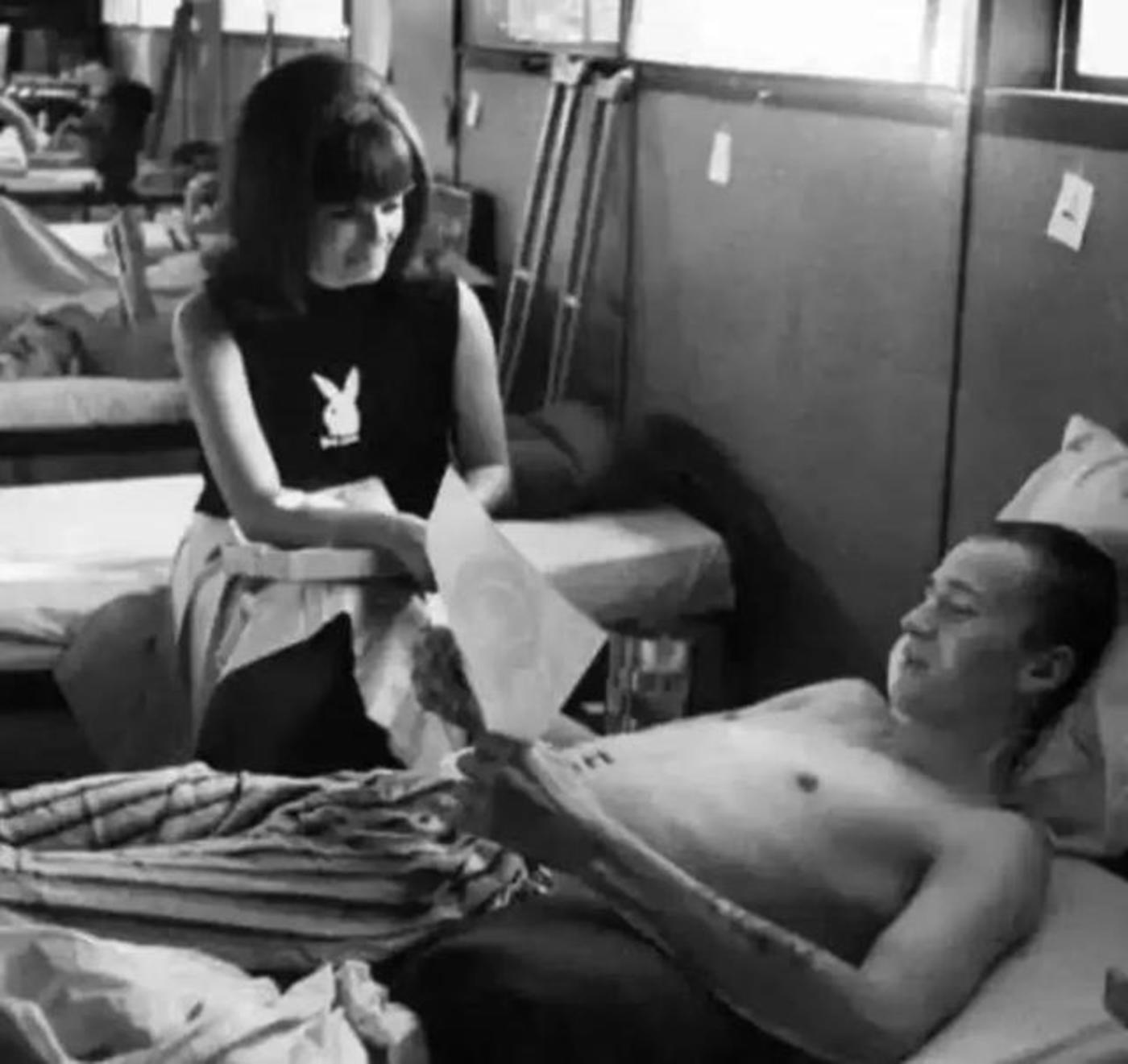 图:海夫纳派遣兔女郎去越战军营照顾伤员