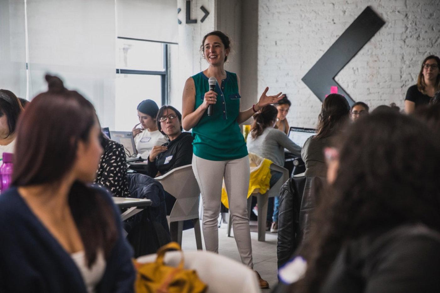 cLabs的Denisse Halm在墨西哥城的Labratoria举办了一个研讨会;来源:Celo