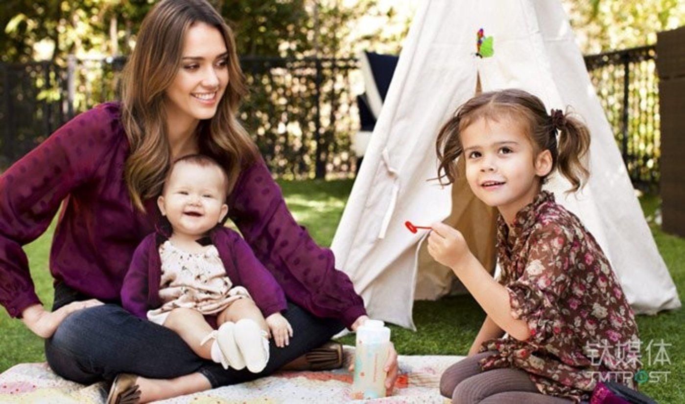 杰西卡和她的两个女儿。图片来源/projectcasting.com