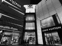 人皆可得的时尚 vs 彻头彻尾的资本主义:什么才是奢侈品的本质?