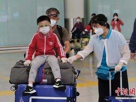 华人家庭收留,紧急包机回国:英国小留学生做梦般的大撤离
