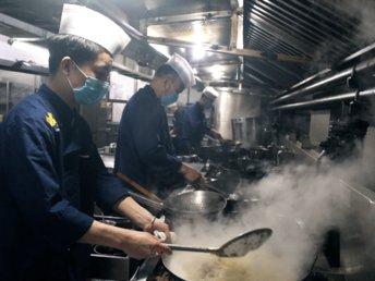 【钛媒体视频】疫情下,一家餐馆的自救