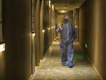 【钛媒体视频】武汉医护酒店消杀员:背着消毒水保护医护人员