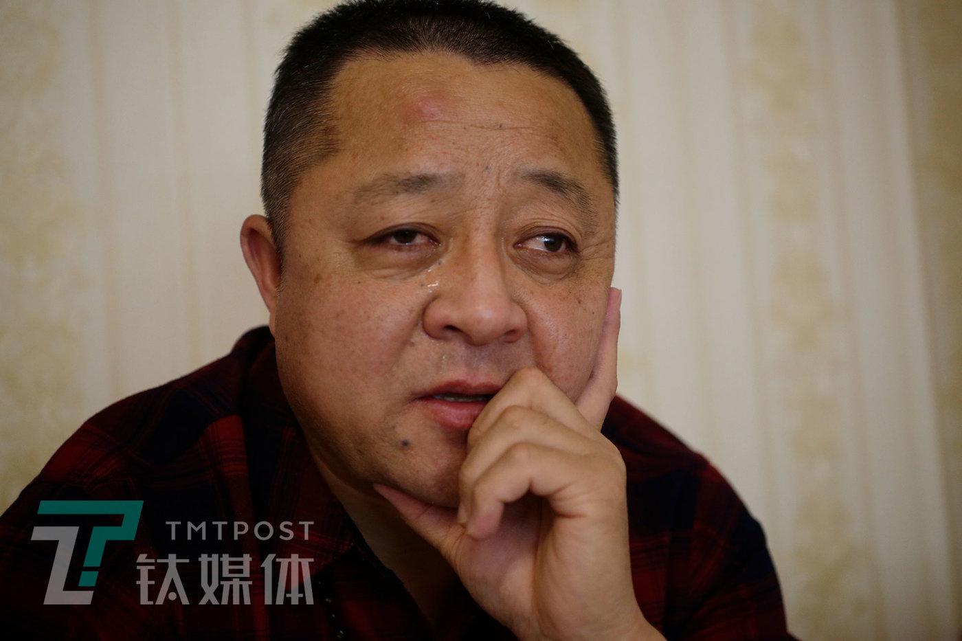4月24日,老姜回忆往事,想起父母为自己承受的苦和累,不禁潸然泪下。