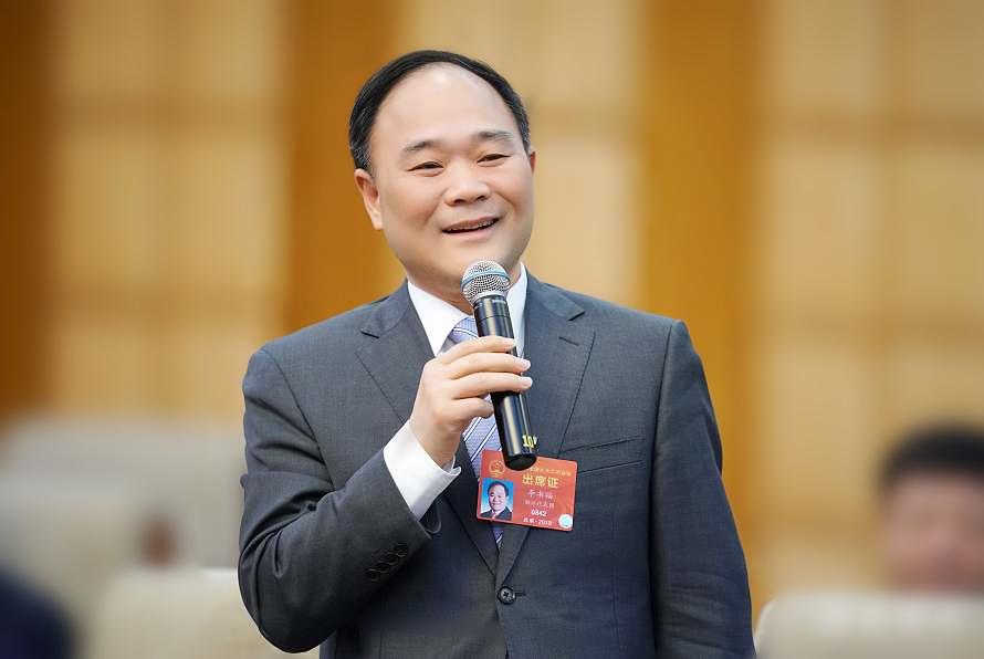 """吉利李书福:建议改革车辆购置税、汽车消费税,适度放开""""禁限摩"""""""
