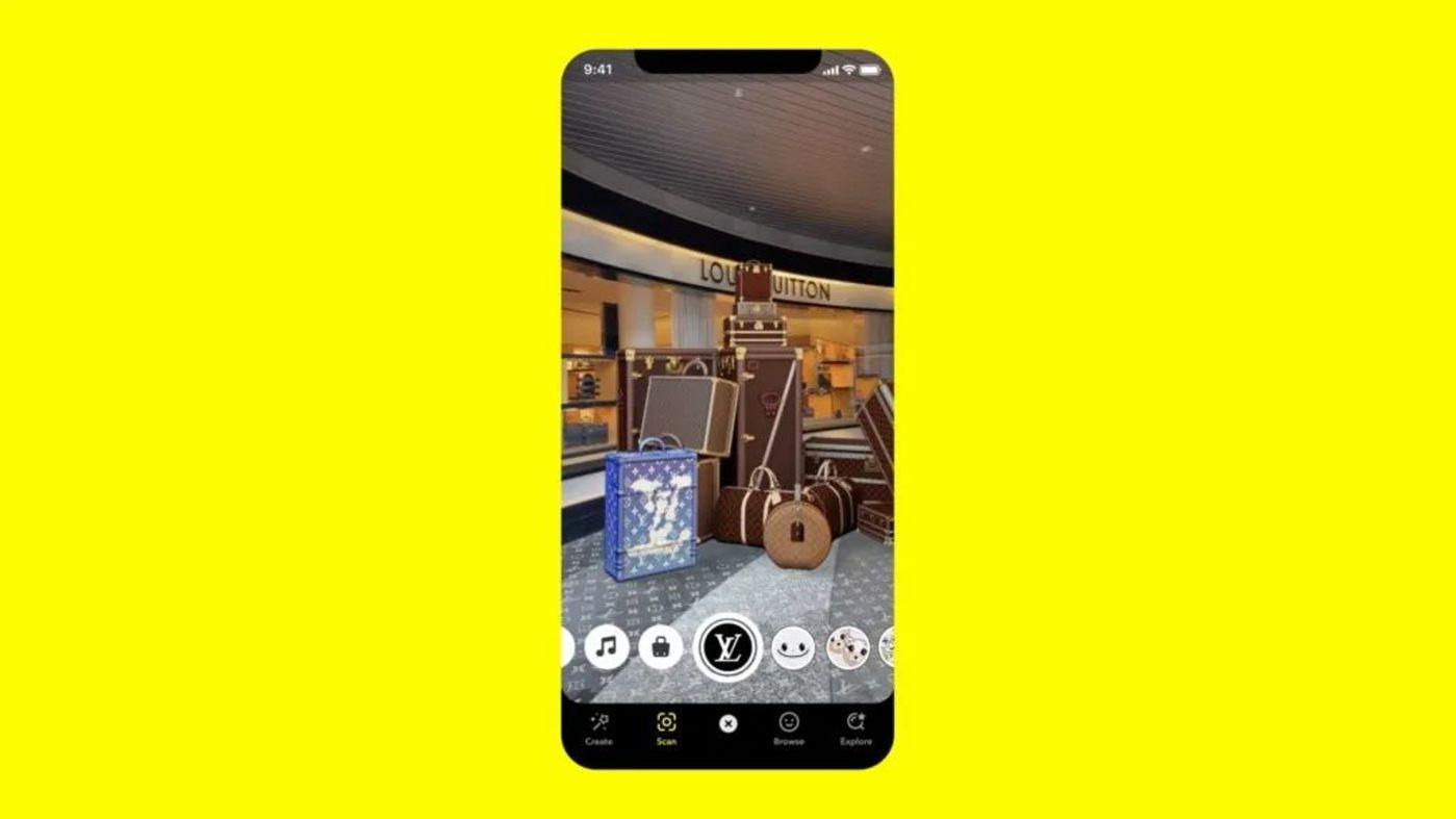 用户扫描 Louis Vuitton 印花即可查看新品系列