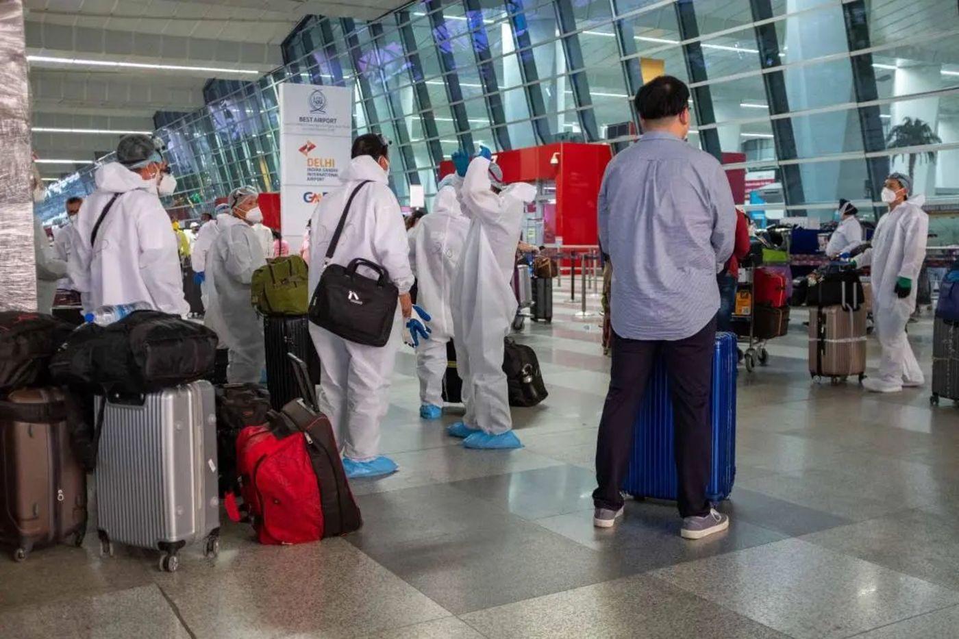 中国乘客在印度机场的候机大厅/冯迪