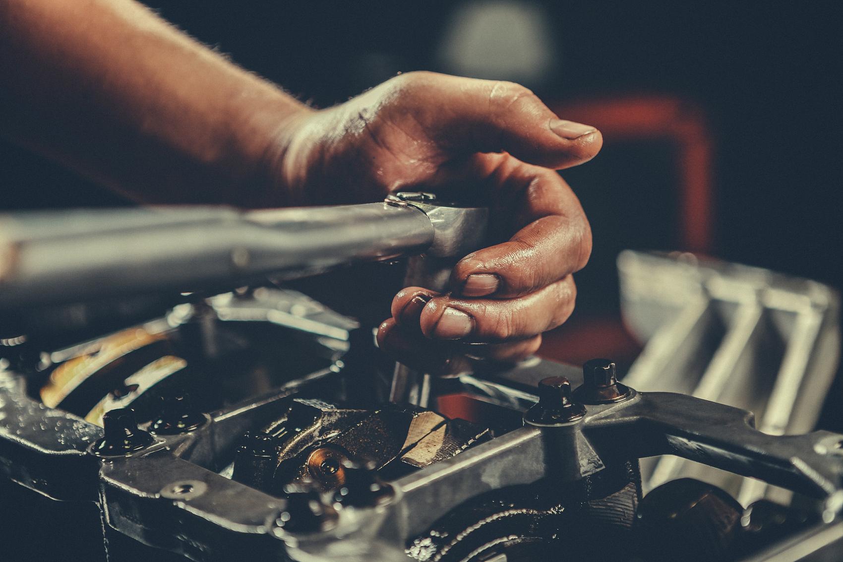 我34岁,曾月入10万,给前员工修汽车