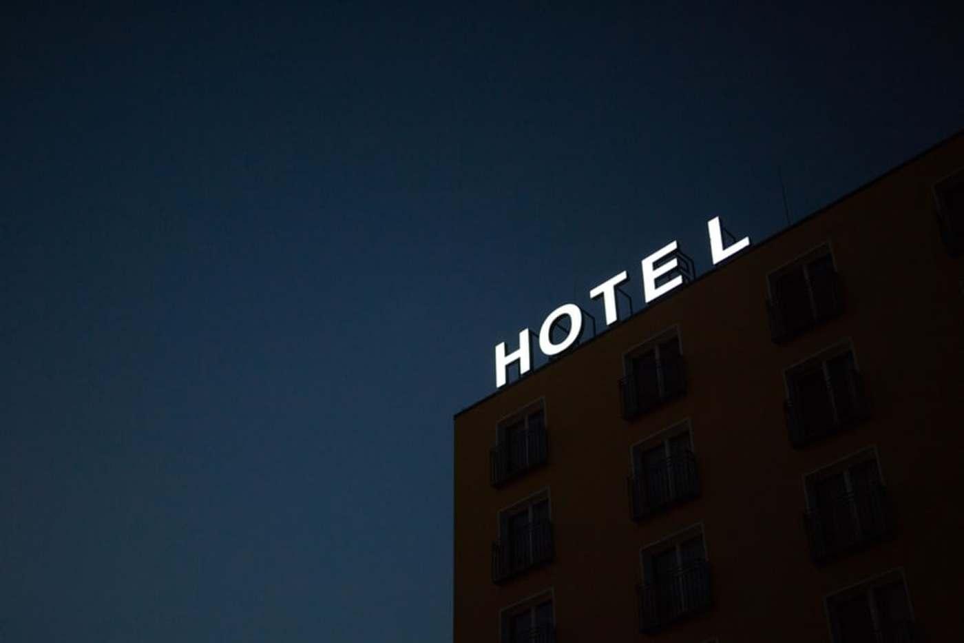 过去6个月,40000家酒店倒闭:一批创业者开始直播卖房