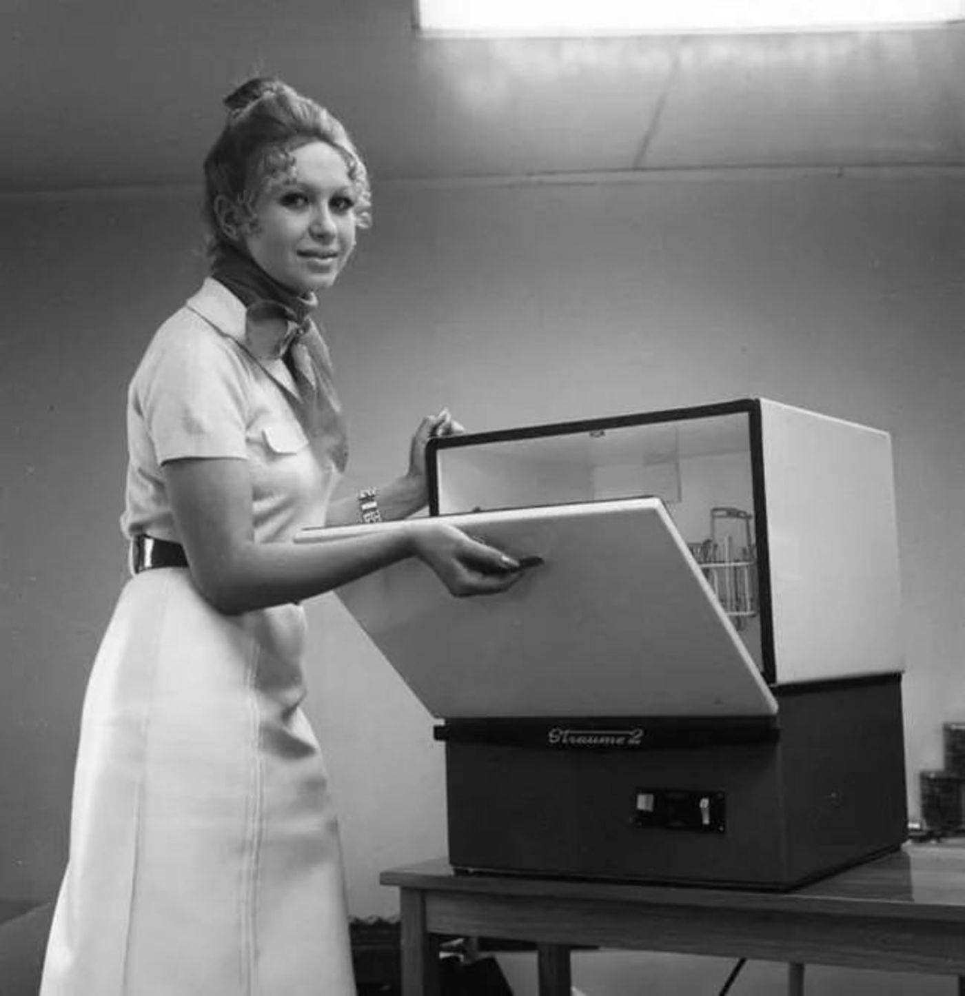 苏联70年代发明的洗碗机,同样未能普及