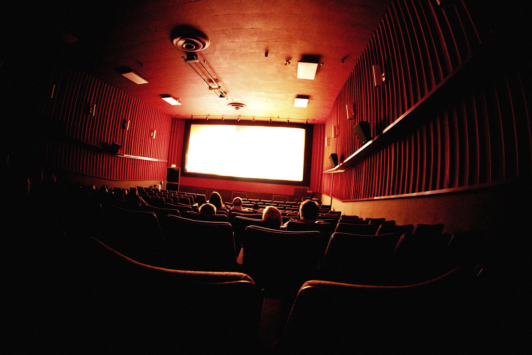 我们和50个电影人聊复工:狂欢过后,忧大于喜