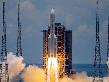 """【钛媒体视频】""""天问一号""""成功飞向火星,开启7个月旅程"""