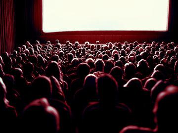 《八佰》定档《姜子牙》待映,影院却将有断档压力?