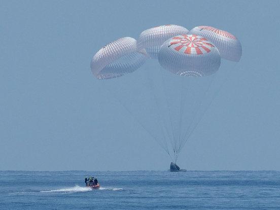 【钛媒体视频】马斯克成功把人从太空送回地球