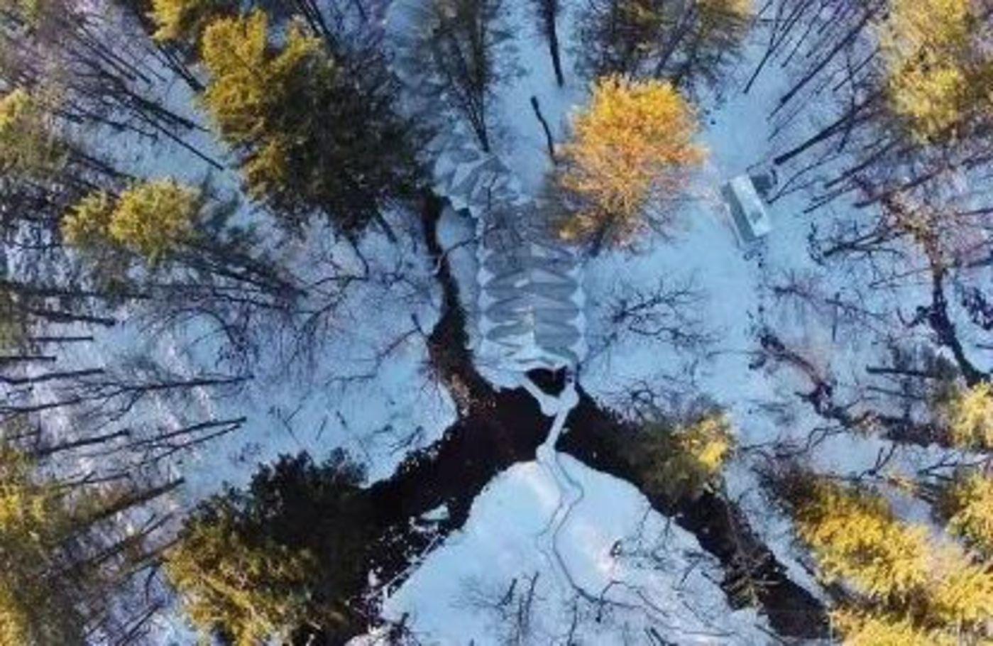 长白山抚松工厂俯视图,图源农夫山泉官方微博