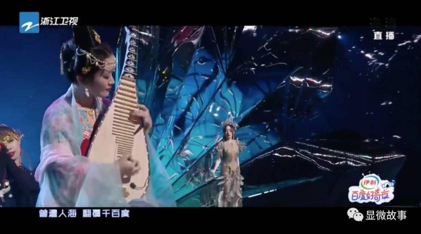 ▲柳青瑶和张靓颖在百度好奇夜上合作的《千百度》