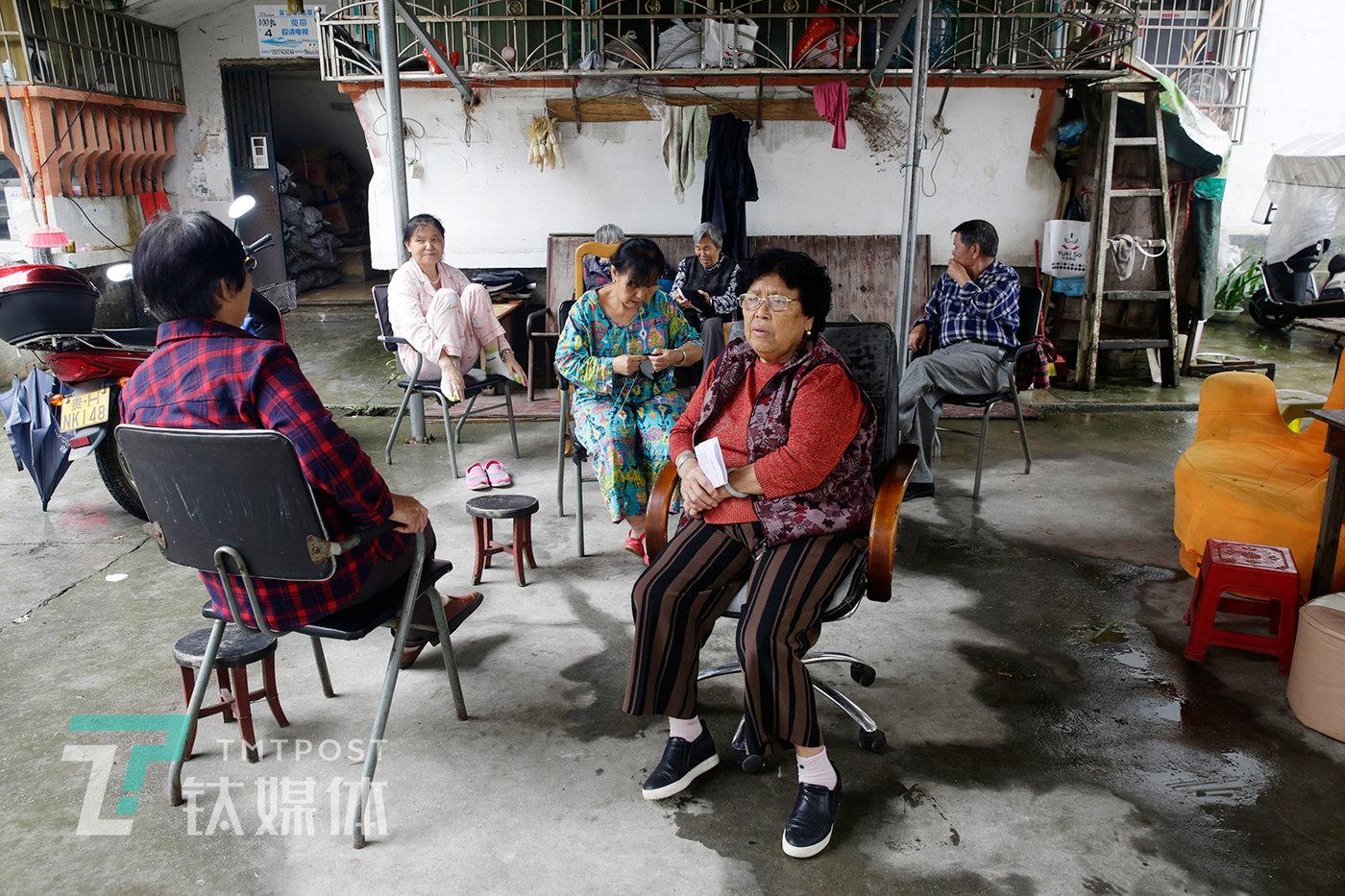 """丹寨县县城有一个""""汞矿小区"""",这个小区里80%的居民都是原汞矿工人和他们的家属。"""