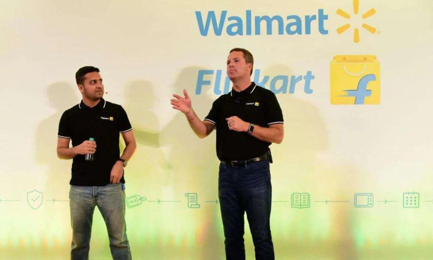沃尔玛CEO Doug McMillon 和 Flipkart 联合创始人兼 CEO Binny Bansal 在班加罗尔的活动上