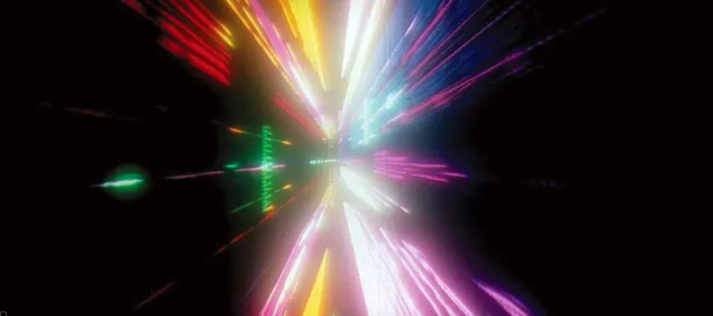 """(《2001太空漫游》(1968)中""""星际之门""""镜头)"""