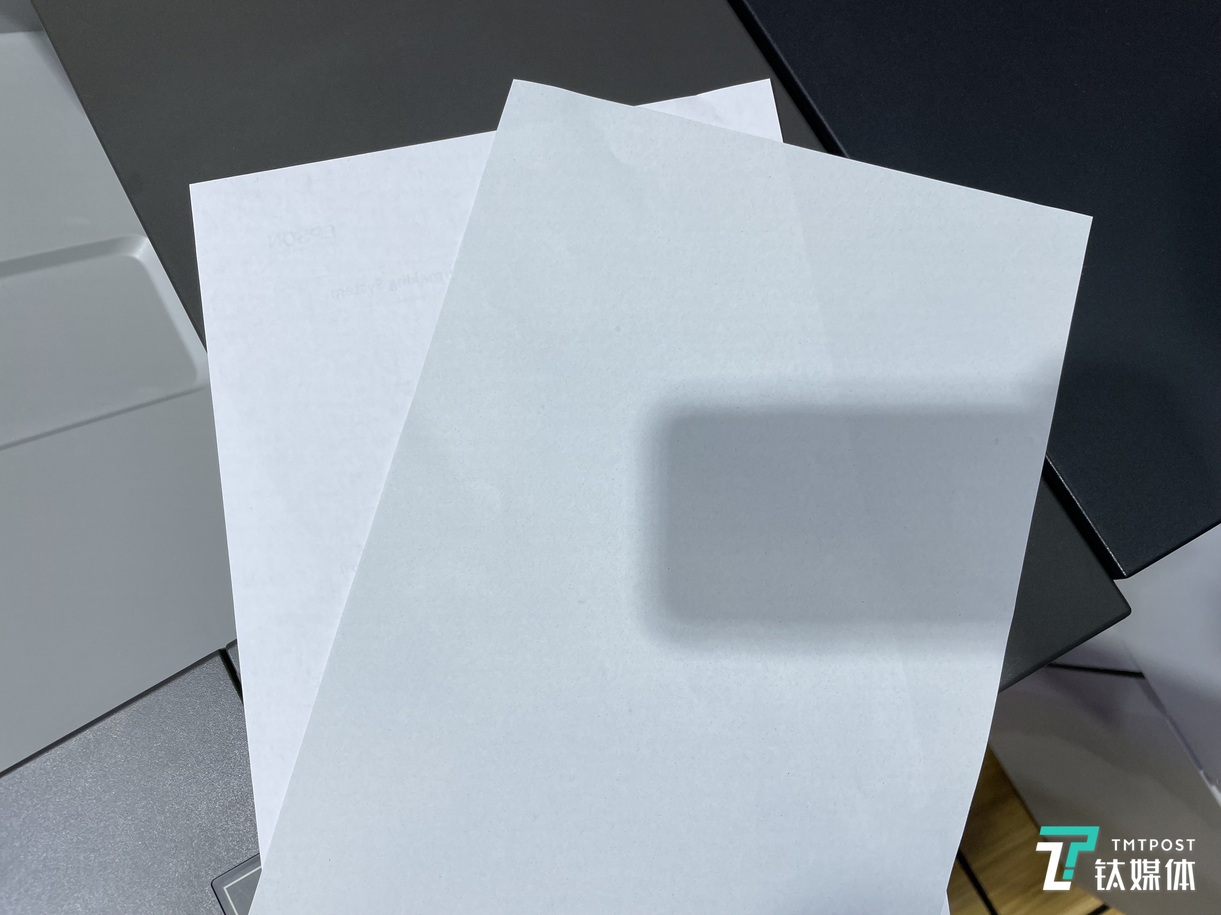 普通纸(左)与再生纸(右)对比