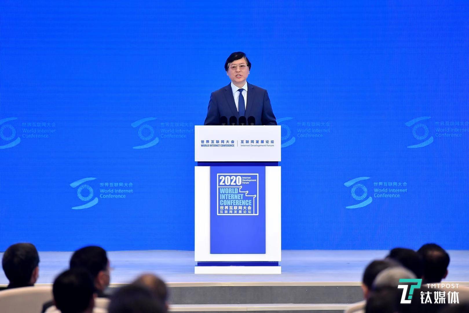 联想杨元庆:人类社会正在推进第四次工业革命,即智能化变革|钛媒体直击乌镇