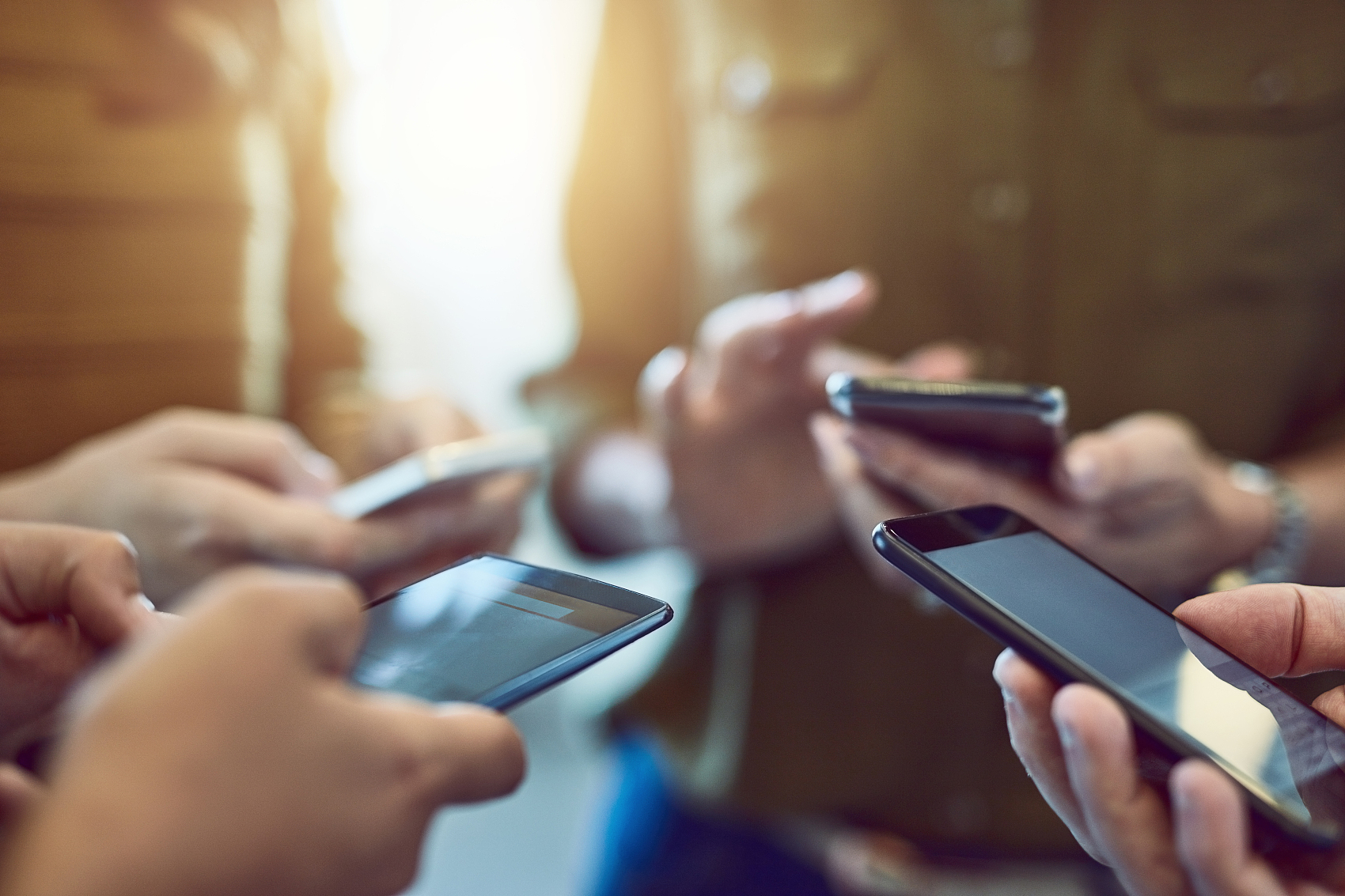荣耀变局之下,国产智能手机九年往事