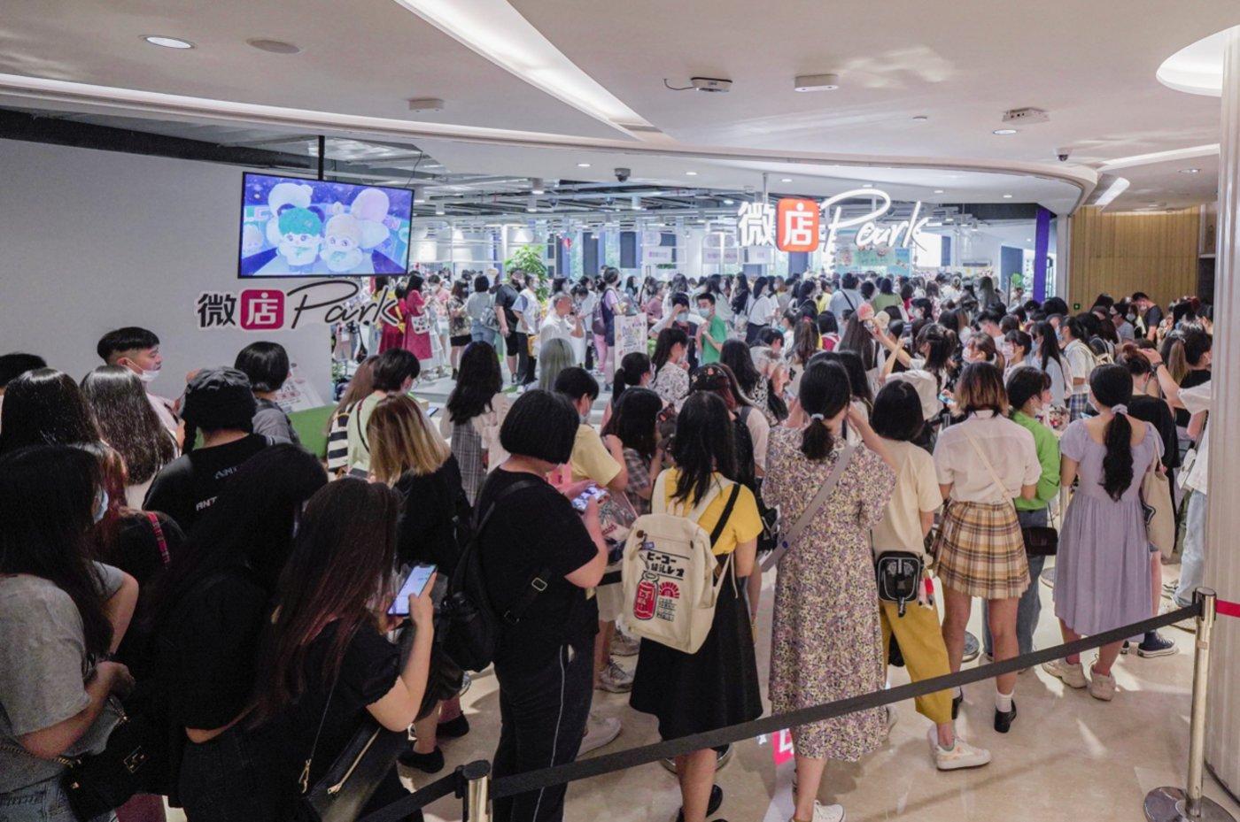 杭州某线下棉花娃娃市集(受访者供图)