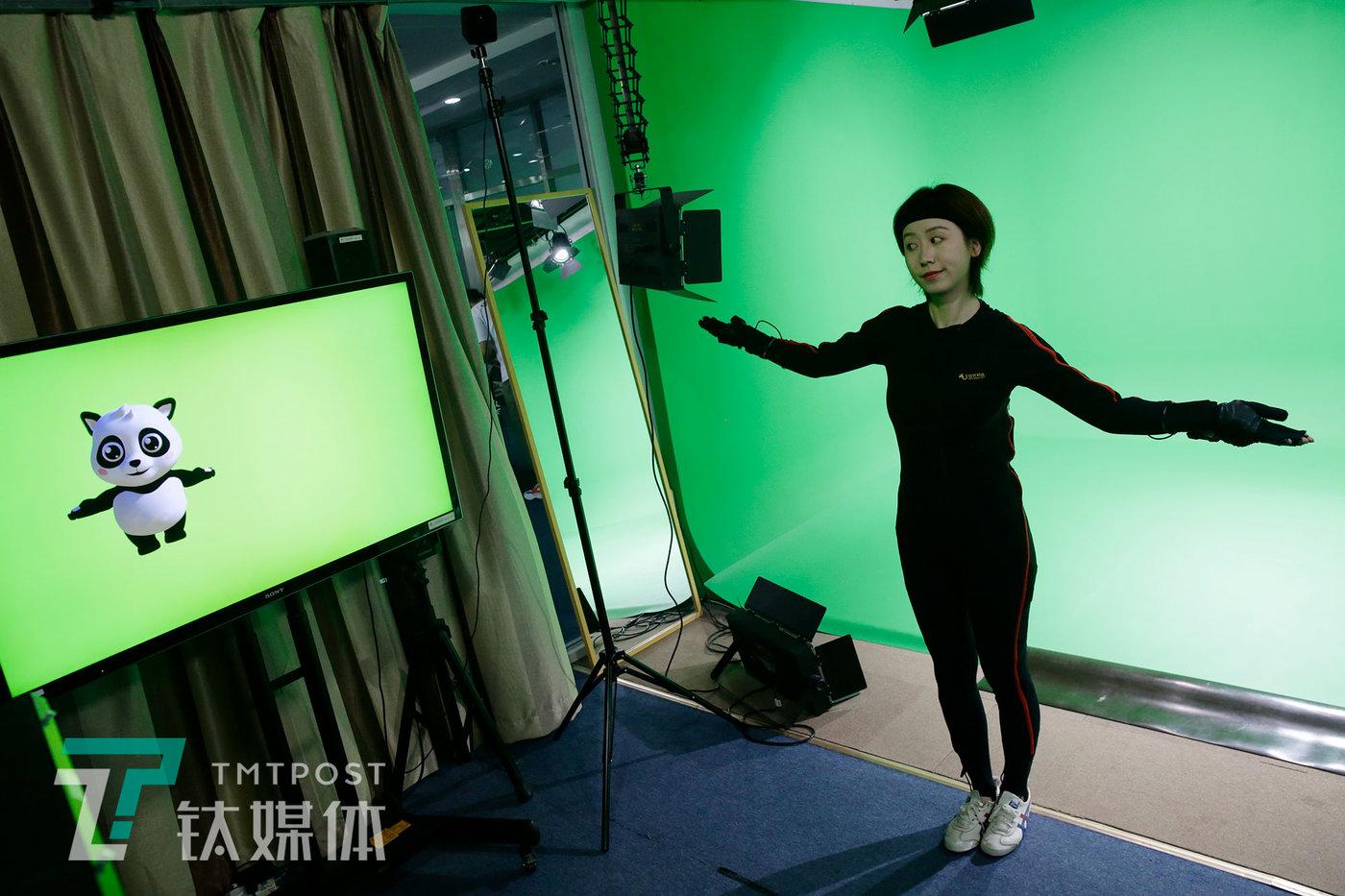 莫妮卡在演示动画角色。