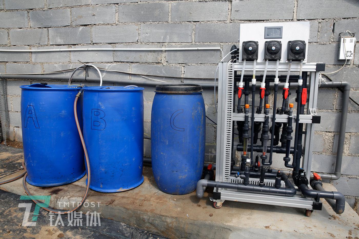 自主设计的水肥机。