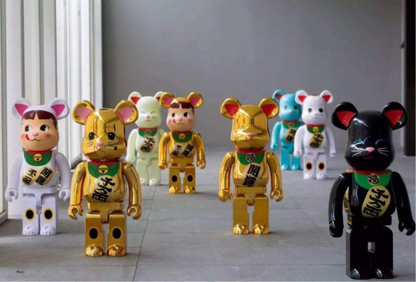 ▲知名潮玩IP bearbrick 1000%招财猫系列,一组8只,2018年伯乐德拍卖中,每组成交价在40,000~60,000人民币之间。